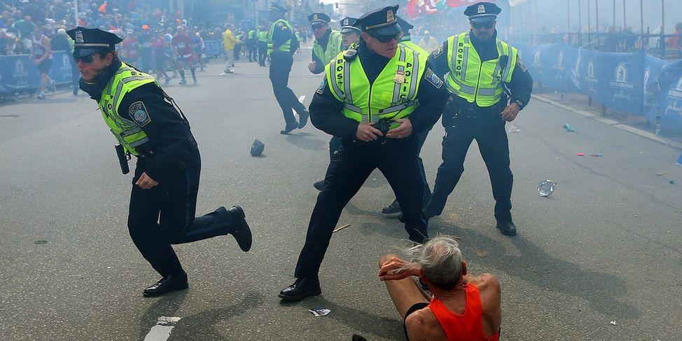 Deux bombes explosent à Boston et secouent l'Amérique