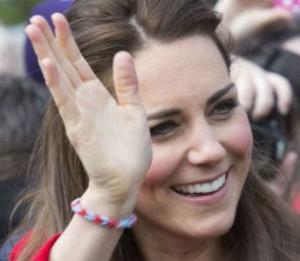 Kate Middleton porte elle aussi un bracelet Rainbow Loom