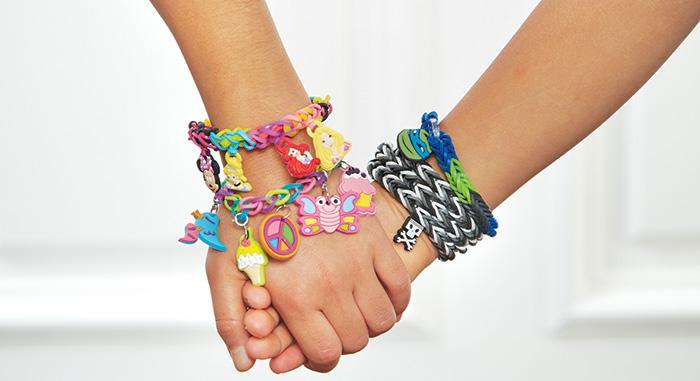 Rainbow Loom : La nouvelle mode des bracelets élastiques pour enfants et ados