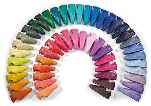 les baskets superstar supercolor d'adidas sont disponibles en 50 couleurs
